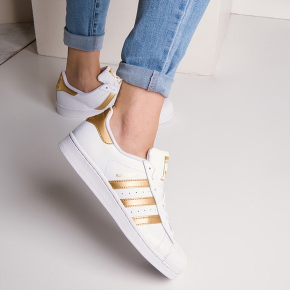 size 40 c5f3f 39384 Brand New Adidas Womens Superstar in White   Gold